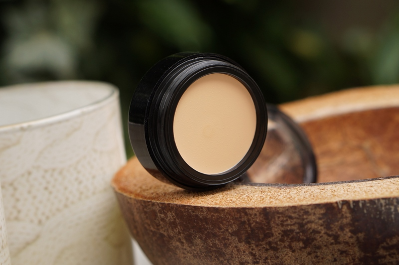 Catrice-Camouflage-Cream-Concealer-Ivory- (2)